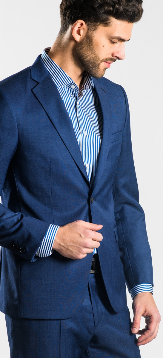 Tmavomodrý vlnený oblek
